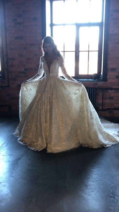Olivia bottega custom dress 2020. Collection Brilliance. #bridalshow #customweddingdress #weddingdressideas #weddingdressdesigner #oliviabottega