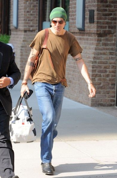 Actor Daniel Day Lewis leaves a Tribeca office building (may 2011)