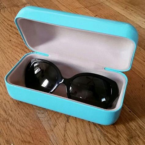 763c6d5afdc Tiffany   Co. polarized sunglasses Tiffany sunglasses. Black frame ...