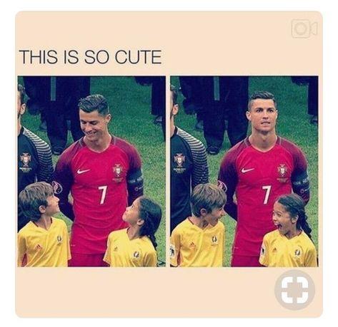 Trending Photo de Cristiano Ronaldo : So cuteeee Funny Soccer Memes, Crazy Funny Memes, Really Funny Memes, Sports Memes, Funny Relatable Memes, Haha Funny, Funny Cute, Funny Jokes, Hilarious