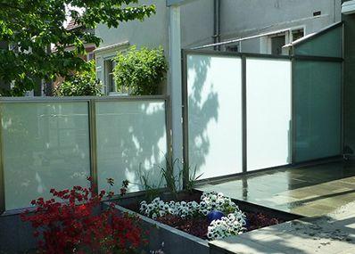 Machen Sie Ihre Nachbarn Neidisch Mit Hochwertigen Sichtschutz Zaunen Komplett Aus Edelstahl Ode Mit Bildern Gartensichtschutz Sichtschutz Garten Sichtschutz Terrasse Glas