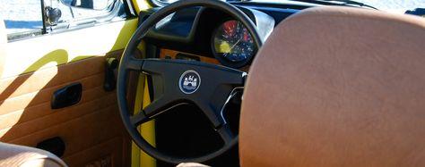 VW Käfer 1303 Cabriolet gelb | Nostalgic Oldtimerreisen