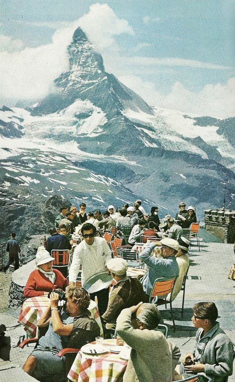 Tourists lunch on the terrace at Gornergrat Station, Switzerland. The Mattherhorn, one of the highest peaks of the Alps, snags a cloud in the distance. Vintage Ski, Vintage Vibes, Vintage Travel, Slim Aarons, Zermatt, Old Money, Illustration, Retro Aesthetic, Adventure Is Out There