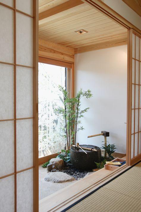 Modern Japanese Interior, Japanese Style House, Small Japanese Garden, Asian Interior, Japanese Interior Design, Japanese Home Decor, Japanese Garden Design, Home Interior Design, Japanese Bath House