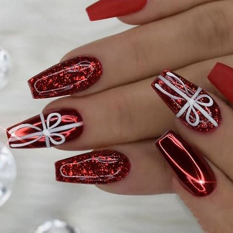 16 Classic And Traditional Easy Red Coffin Christmas Nails Designs #nails #NailArt #naildesign #Nagel #NagelKunst