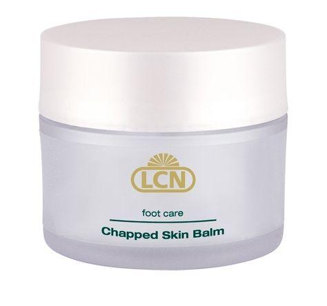 Bevat kamille-extract en vitamine B. Dit is een speciale crème voor ruwe, droge, gesprongen en gekloofde huid. Het maakt de huid weer soepel en zacht en voorkomt overmatige eeltvorming aan de hielen. Dagelijks op het aangedane huidgebied aanbrengen.