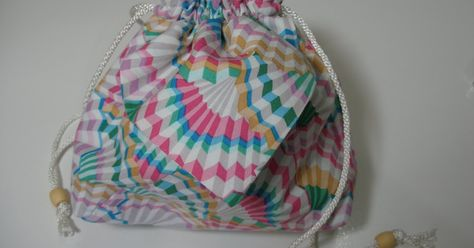 Remember the small pouches I made as gifts before Christmas? They are really useful because they have a pocket on both sides of the outside...