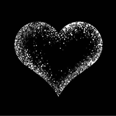 O mundo está doente e o remédio é o amor... Vi pessoas compartilhando o vídeo da escola de Suzano algumas até me enviaram por WhatsApp. Vi gente que não se comoveu pelas criançass da Nigéria.  Que a gente possa amar... #mundodoente #amor #paz