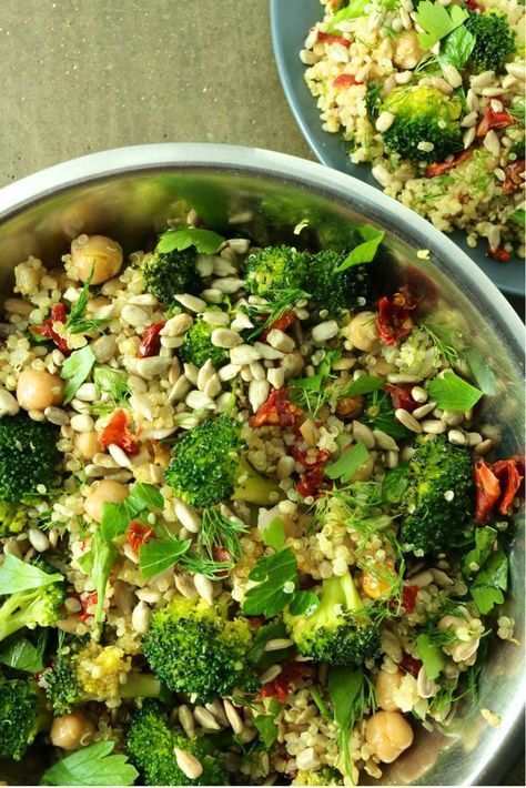 High Protein Vegan Salad That Will Keep You Energized - Vegan Program -  Quick and easy high protein vegan salad made with quinoa, broccoli, chickpeas, sunflowers seeds, su - #21DayFix #Chickpeas #CleanEating #energized #high #program #protein #salad #vegan