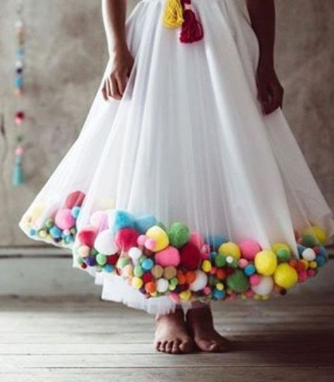These pom poms make me feel so exotic! Cute textured pom pom embellished Close up pom pom skirt Fashion Details, Diy Fashion, Fashion Design, Fashion Dresses, Pom Pom Skirts, Tutu Skirts, Pom Pom Dresses, Tulle Poms, Tulle Tutu