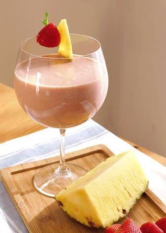 Batido de fresa, piña y coco | Cocinatis | Receta | Batido de fresa, Batidos de frutas, Fresas