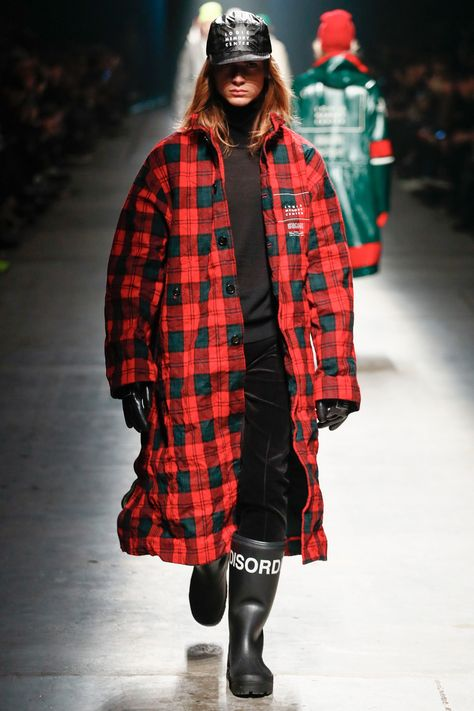See the complete Undercover Fall 2018 Menswear collection.