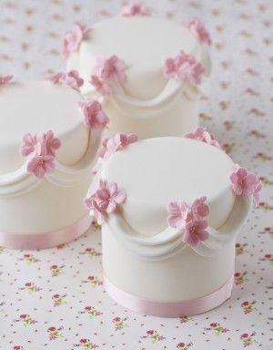 Decoration idea: Swag & Flower Mini Cakes