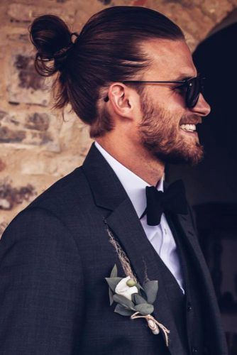 The Man Bun Guide Everything You Ve Wanted To Know And More Chignon Pour Homme Meilleures Coiffures Pour Hommes Coiffures Masculines