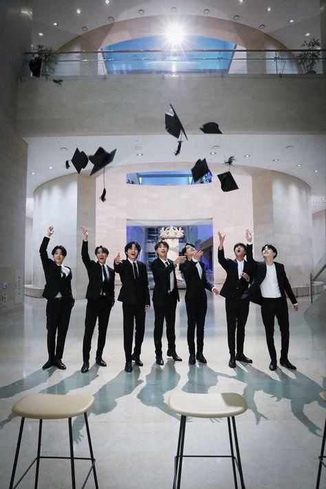 Foto Bts, Bts Taehyung, Bts Bangtan Boy, Hoseok Bts, Jimin Jungkook, Bts Jin, Bts Aesthetic Pictures, Album Bts, Bts Lockscreen
