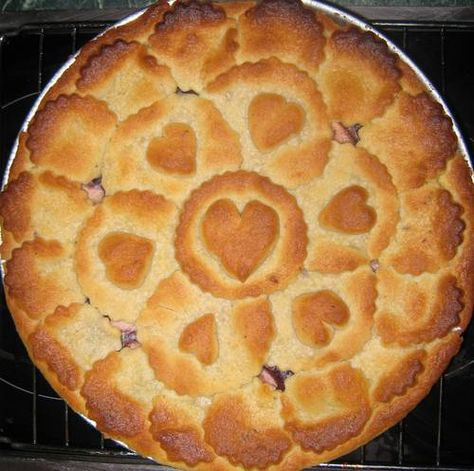 Apple and blueberry pie recipe, complete with gorgeous golden crust.  Greet a Thanksgiving hostess with this as a gift! :-) Craftster.org