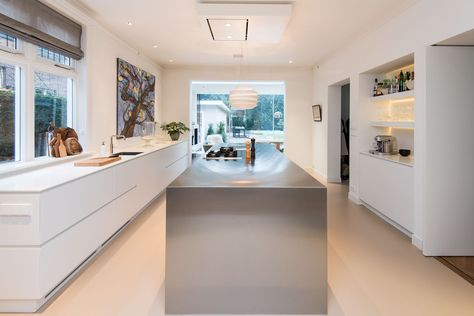 Prachtig strakke keuken. modern door het stralende middelpunt, het kookeiland!