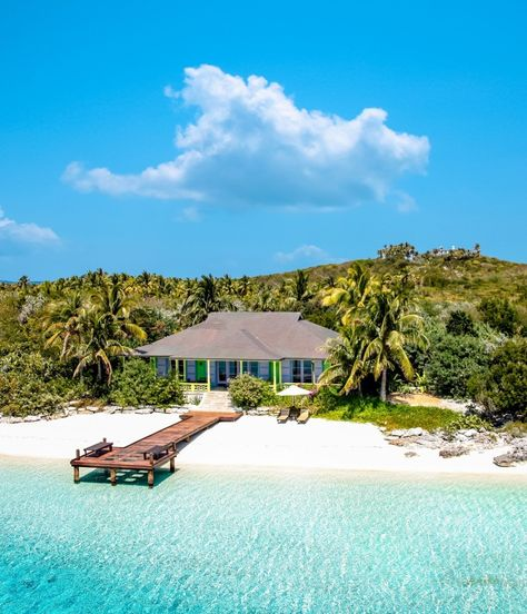 Take your pick from these ten private isles, including Richard Branson's Necker Island in the British Virgin Islands, Ariara in the Philippines' Calamian archipelago, and David Copperfield's Musha Cay in the Bahamas. Bahamas Island, Island Resort, Places To Travel, Places To Go, British Virgin Islands, Photo Instagram, Dream Vacations, Strand, Beautiful Places