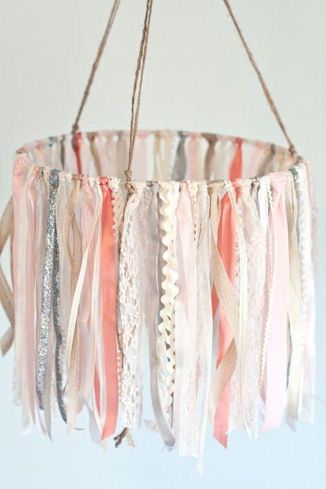 Baby-Ribbon & Lace Mobile Rosa und Elfenbein von TheGlitteredBarn