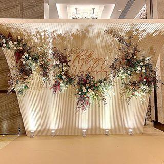 The Wedding Reception Stagebackdrop Decor Hugweddingplanner Flowers Ommee Floral Wedding2019 Decorationideas B Dekorasi Pernikahan Pernikahan Dekorasi
