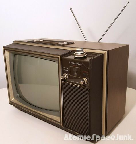 GE VINTAGE TELEVISION SET 1976 BIG 19