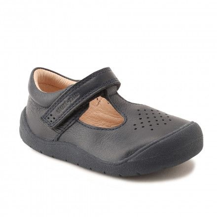These navy blue leather boys shoes have been expertly designed to offer  children's feet both flexibility