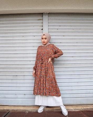 9 Cara Memaksimalkan Baju Yang Kamu Punya Buat Ootd Ala Ina Yustian Simpel Tapi Menawan Pakaian Feminin Model Pakaian Hijab Model Pakaian Remaja Wanita