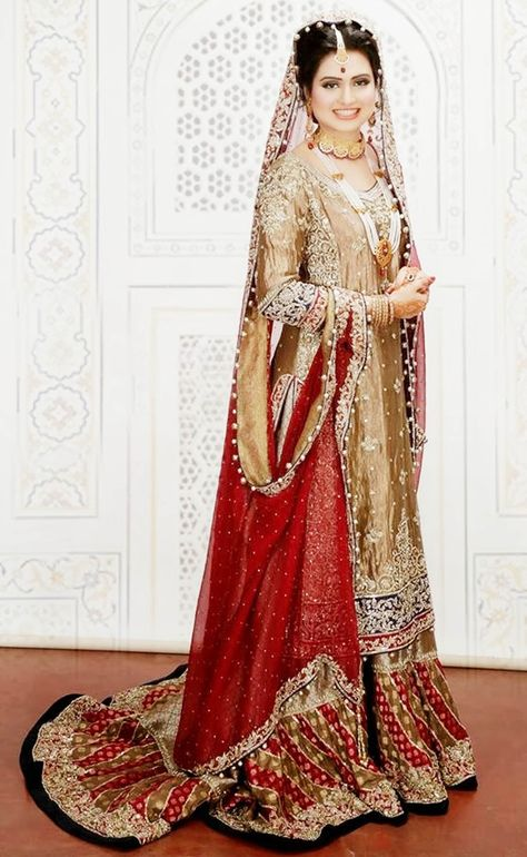The muslim bride in her regal bridal lehenga is a sight of grace and beauty. Check out these Pakistani bridal lehenga designs.