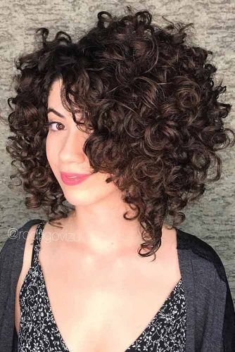 25 Curly Bob Ideas To Add Some Bounce To Your Look Curlybobhaircuts Variations Of Curly Bob Haircuts And Bob Frisur Lockige Bob Haarschnitte Lockige Frisuren