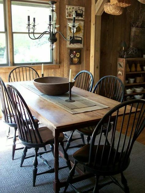 primitive homes decor Primitive Dining Rooms, Rustic Dining, Dining Room Design, Colonial Decor, Colonial Dining Room, Country Dining, Dining Table Chairs, Home Decor, Primitive Dining Room