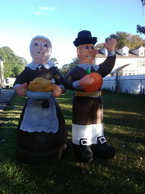 Who do you have to greet and welcome your Thanksgiving guests and visitors?  This colonial looking pilgrim couple might be the right decor to add that special touch to your Thanksgiving celebrations.