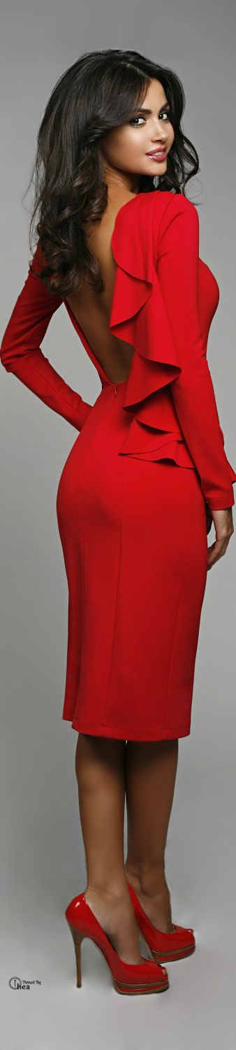 A chic look in red for night out.