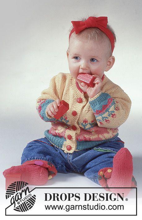 Set Mit Enten Und Blumen Jacke Aus Drops Safran Und Socken Aus Drops Muskat Strickmuster Baby Baby Stricken Stricken Fur Kinder