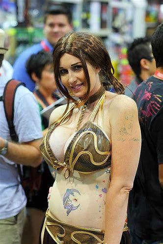 Cosplay Busty Princess