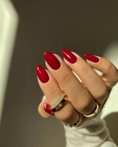 900+ Rote nägel-Ideen in 2021   rote nägel, nägel, fingernägel
