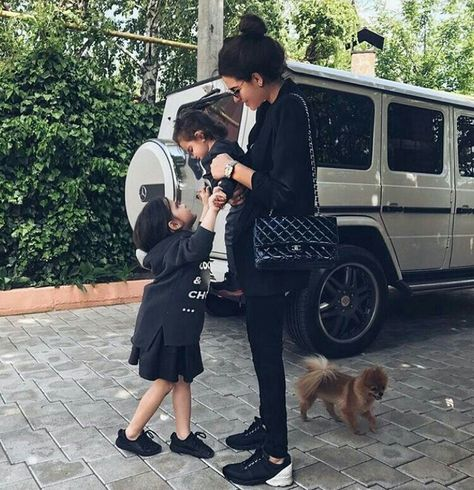 Mercedes g class, mercedes girl, mercedes benz, baby carriage, kendall and kylie