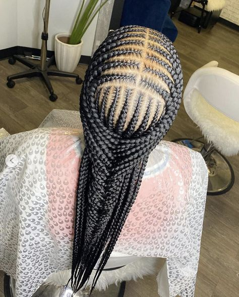 5 Tips for Prepping Hair for Protective Styles - We are crushing on this neat and clean braided style by 😍 Best Picture For Beauty flo - Feed In Braids Hairstyles, Black Girl Braided Hairstyles, Black Girl Braids, Braided Hairstyles For Wedding, Braids For Black Hair, Crown Hairstyles, Dreadlock Hairstyles, Protective Hairstyles, Big Braids