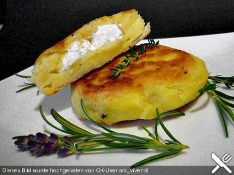 Kartoffelfrikadellen gefüllt mit Schafskäse