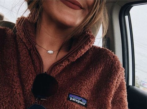 I love these Patagonia pullovers Fall Winter Outfits, Autumn Winter Fashion, Looks Style, Style Me, Mickeal Kors, Patagonia Pullover, Patagonia Outfit, Patagonia Jacket, Patagonia Clothing