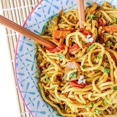 Nouilles chinoises au lait de coco et petits légumes