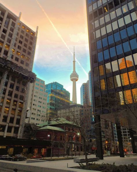 Toronto, #29 #December #2019 #Winter, #cold, #but #it #d #been #pleasant #enough #to #be #out #amp; #about. #It #was #coming #towards #the #end #of #my #day #exploring #the #city #with #my #bff, #Mona, #amp; #what #a #great #time #I #d #had. #throwback #throwbacktravel #throwbackpic #toronto #mytofd #torontobusinessdistrict #torontofinancialdistrict #cntower #cntowertoronto #sunset #sunsetsky #sunsetinthecity #sunsetintoronto #sky #buildings #skyscrapers #travel #travelpic #mytravel #dayinthecit