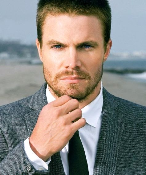 Stephen Amell, prince charmant justicier.