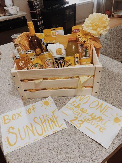 Box of Sunshine birthday idea - Mom Birthday Crafts, 90th Birthday Gifts, Birthday Gift Baskets, Birthday Box, Cute Birthday Gift, Birthday Ideas, Diy Best Friend Gifts, Birthday Gifts For Best Friend, Birthday Gifts For Boyfriend