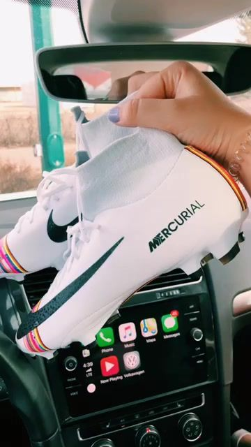 Nike Soccer Cleats Shoes - Soccer World 2020 Girls Soccer Cleats, Soccer Gear, Football Cleats, Soccer Tips, Soccer Memes, Soccer Drills, Soccer Players, Cleats Shoes, Soccer Equipment