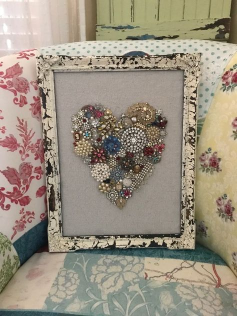 Vintage Jewelry Crafts Create a Pretty Framed Heart for Valentines Day Using Old Jewelry - Do you have a bunch of old jewelry lying around your home? Why not create a pretty framed heart? Perfect for Valentines Day, but pretty enough to leave out ye… Costume Jewelry Crafts, Vintage Jewelry Crafts, Recycled Jewelry, Jewelry Frames, Jewelry Tree, Heart Jewelry, Jewellery Box, Antique Jewellery, Jewellery Shops