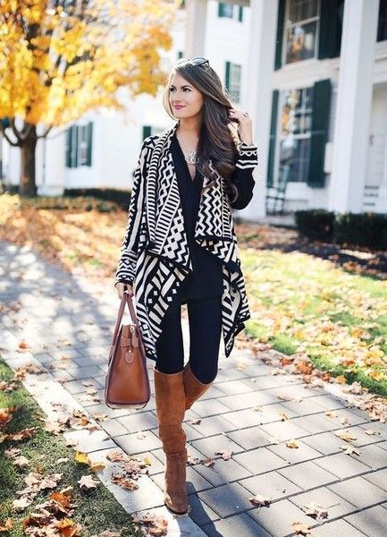Statement-Making Geometric - Chic Leggings Outfits You Can Actually Wear To Work - Photos