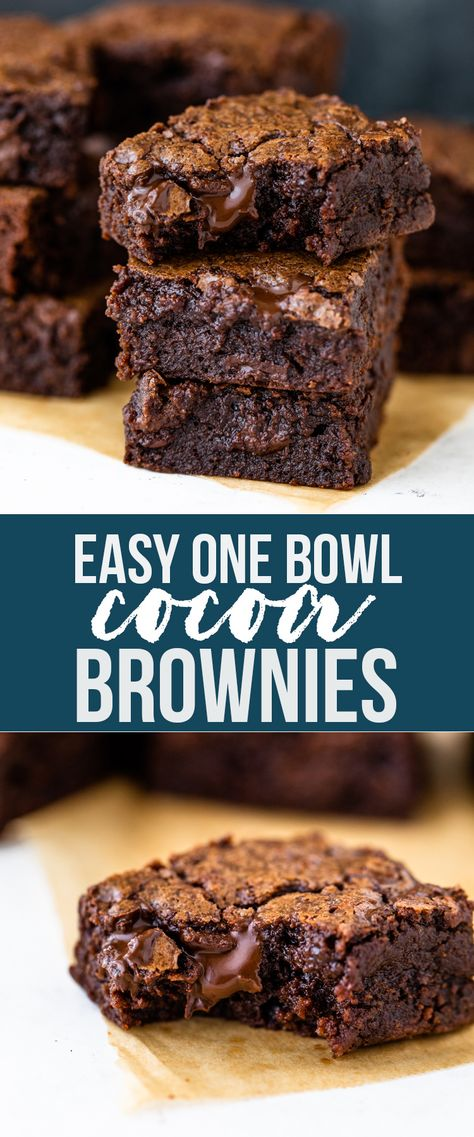 Super fudgy and dense cocoa brownies are gooey on the inside, have a crinkly top, and are made with just 6 ingredients in under 30 minutes! This easy recipe makes the BEST brownies and is the only brownie recipe you will ever need. Kakao Brownies, Beste Brownies, Cocoa Brownies, Chewy Brownies, Fudge, Easy Brownies, Cocoa Powder Brownies, Healthy Brownies, Brownies With Applesauce