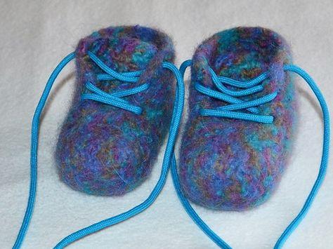 Filzschuhe Herzerl warme Babyschuhe (Babybooties) ein