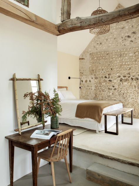 Wonderful Farmhouse Bedroom Decor Ideas Don't be afraid that a contemporary twist might take away from the period features of your home; quite the opposite. The stone wall and beams come of life in this stunning, spacious bedroom found on . Wood Ceilings, Ceiling Beams, Casa Hotel, Home Interior, Interior Design, Luxury Interior, Modern Interior, Riverside House, Farmhouse Side Table