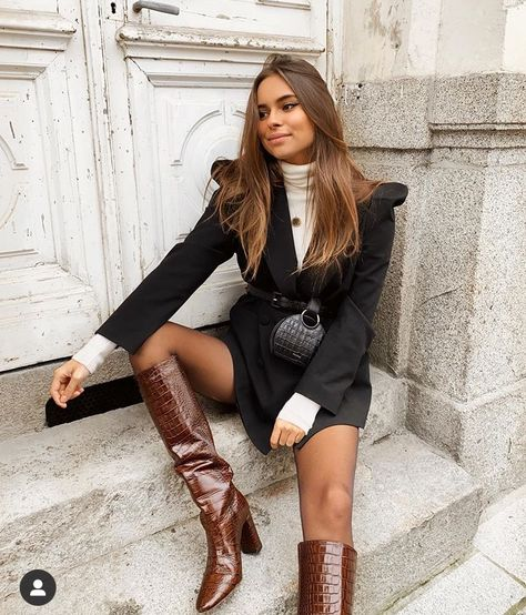 Shared by Lady Bo. Find images and videos about fashion, style and black on We Heart It - the app to get lost in what you love. Fashion Mode, Fashion 2020, Love Fashion, Fashion Looks, Womens Fashion, Classy Outfits, Trendy Outfits, Cute Outfits, Fashion Outfits
